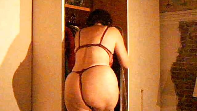 chica tetona tiene sexo delante de un grupo ponolatino de hombres