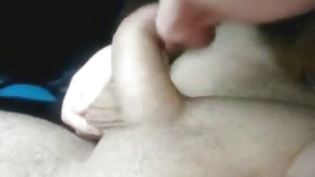 A Saeko Busujima le encanta follar duro, squirt, porno hablado latino trío (HOTD)